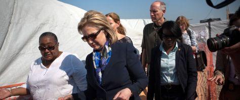 hillary-cheryl-mills-haiti-2010