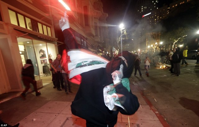 oakland-trump-hater-mexicxan-flag
